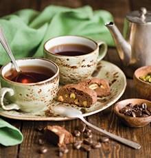 با مصرف این 8 دمنوش و چای علائم یائسگی را کاهش دهید