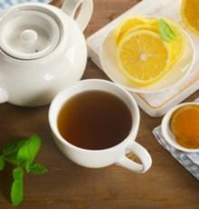 فواید اضافه کردن لیمو به چای سیاه و سبز
