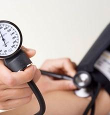 در مواقع افت فشار خون چه بخوریم؟
