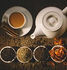 بایدها و نبایدهای نوشیدن چای و دمنوش در دوران بارداری