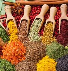 ۹ گیاه و ادویهای که به لاغری و تناسب اندام کمک میکنند