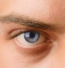 کاهش 74 درصدی بیماری گلوکوم (آب سیاه چشم) با مصرف روزانه یک فنجان چای داغ