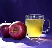 مصرف همزمان سیب و چای؛ پیشگیری از بیماری قلبی و سرطان!